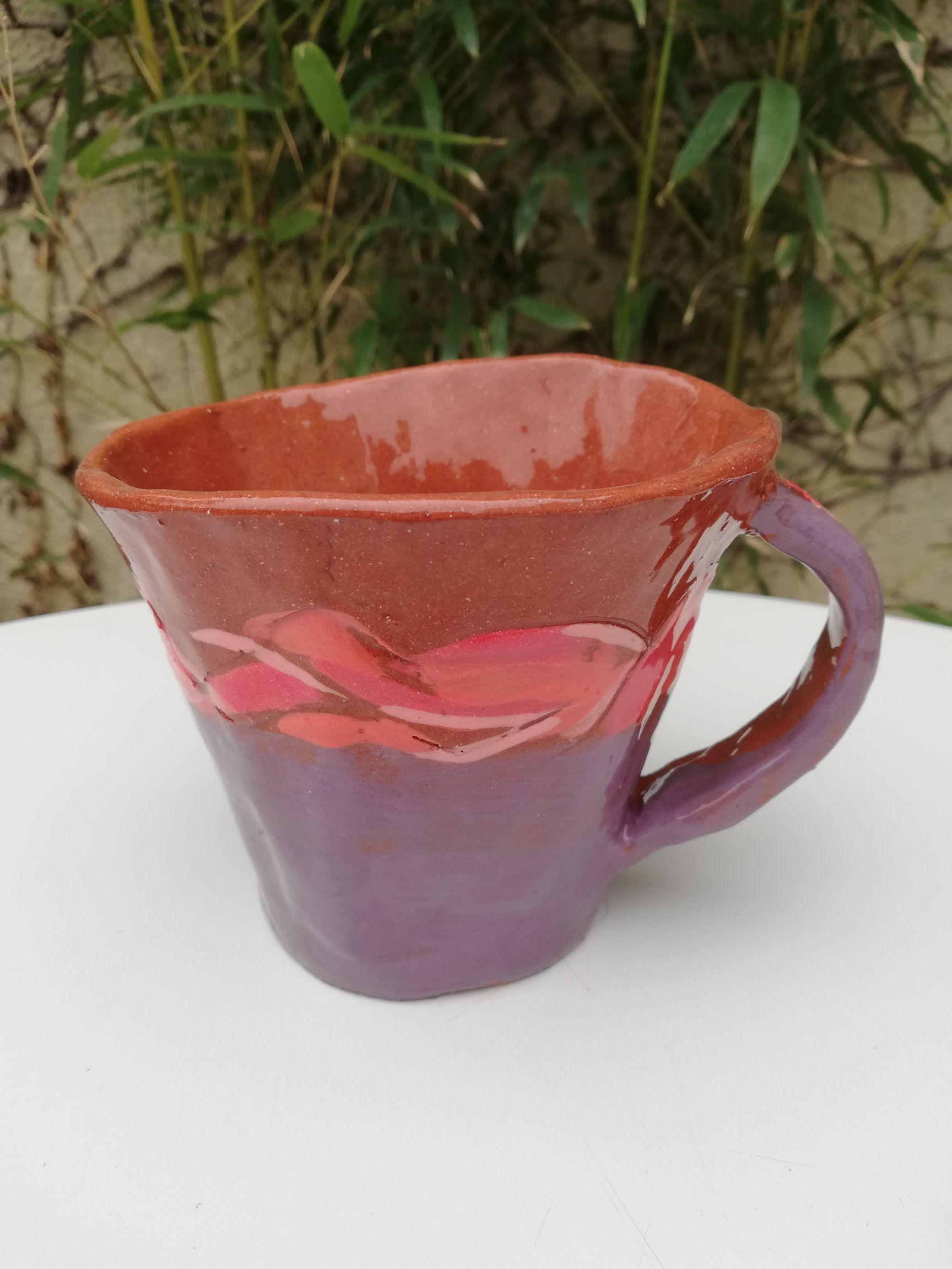 tasse violette