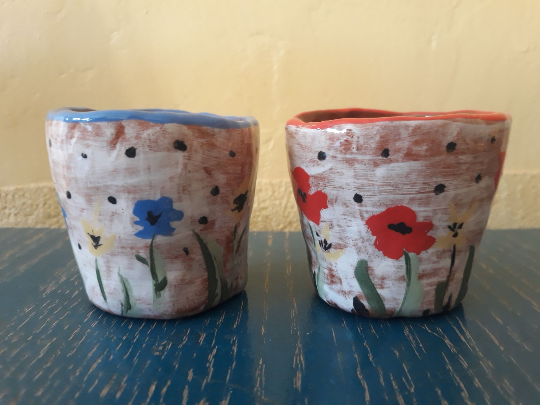 deux tasses fleuries